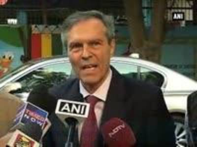 News video: German envoy meets Sanskrit teachers to resolve language row in Indian schools